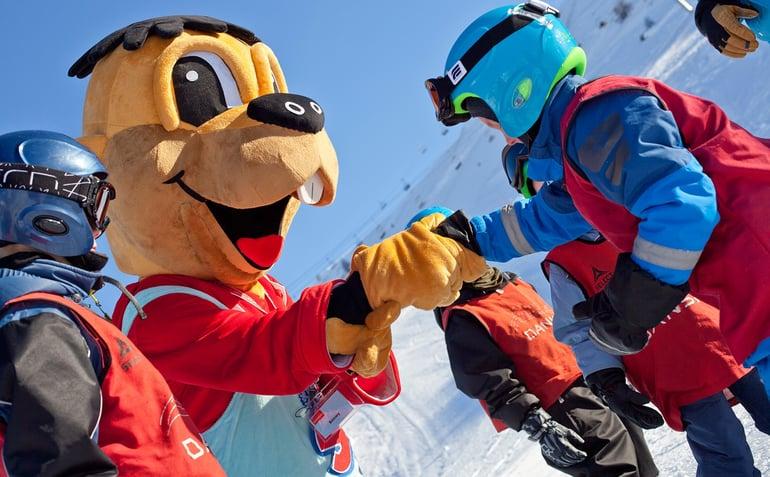 danski-familie-snowy-skiferie